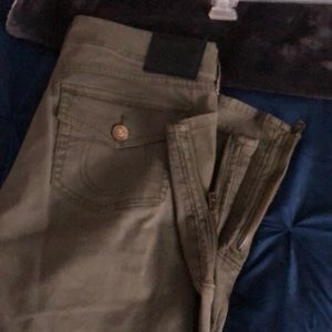 Olive tapered ankle chino with zippers super cute